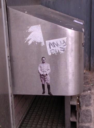 Leo & Pipo man sticker, Paris, France, April 2012