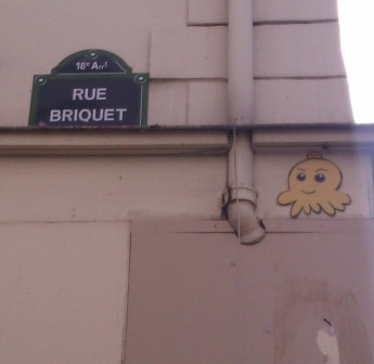 One of Gzup's many octopus, Paris, France, April 2012