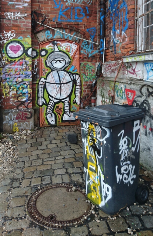 Robot thinking of love, or tinman dreamining of getting a heart?